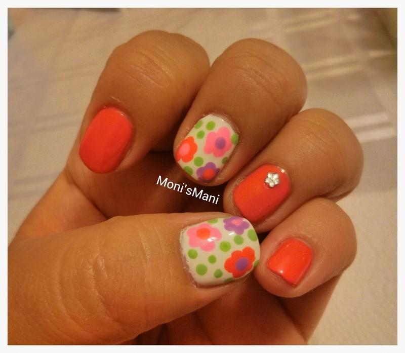 Bubble flower mani nail art by Moni'sMani