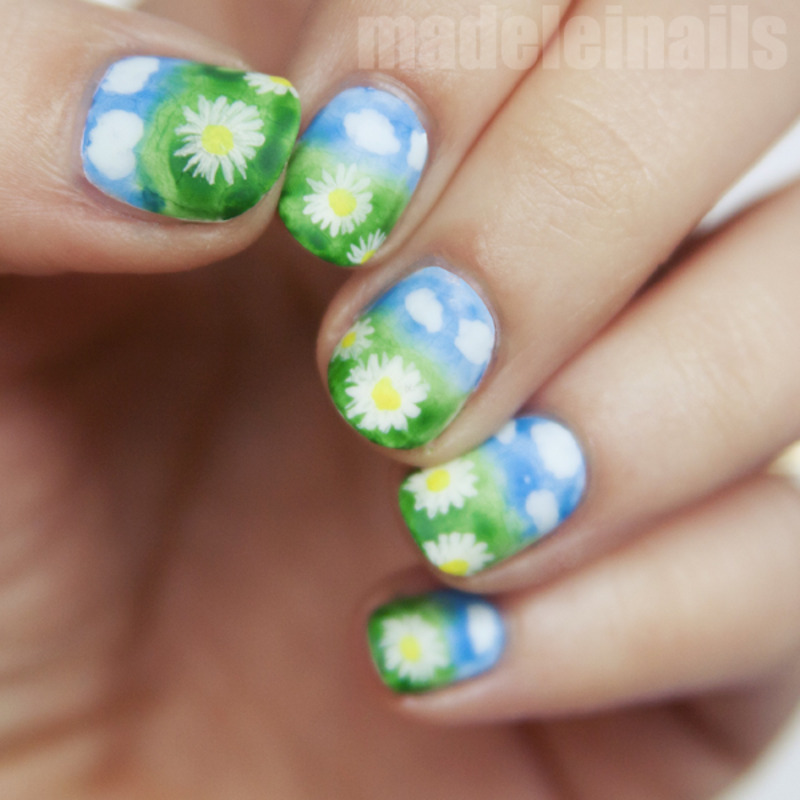 The meadow covered with daisies. nail art by Madeleinails