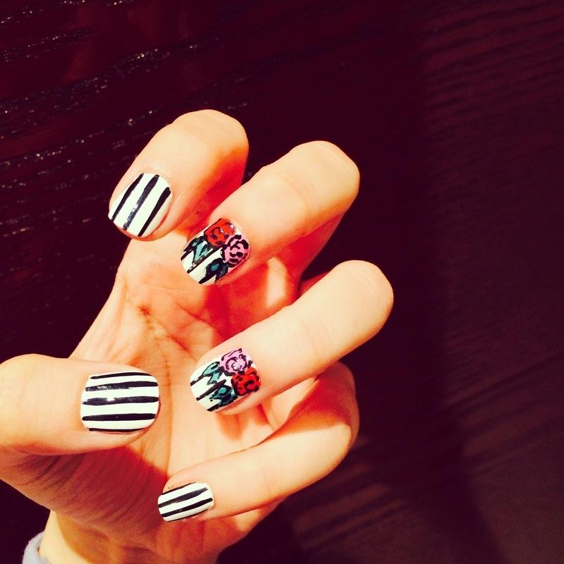 rose black&white nail art by Haqnailart