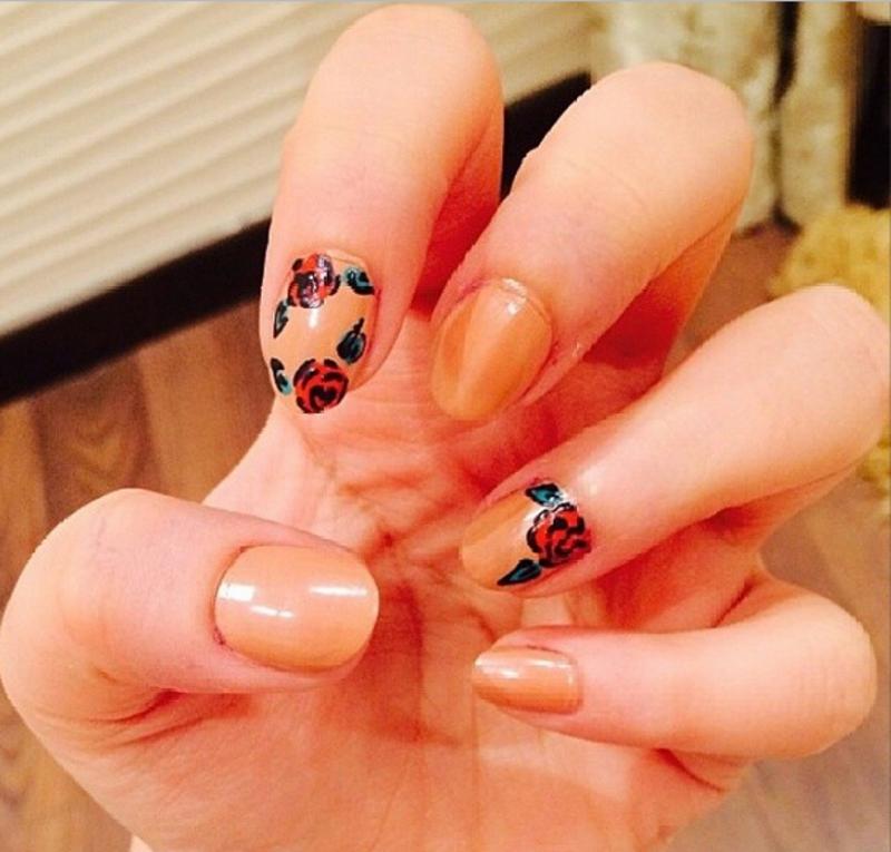 nude rose nail art by Haqnailart