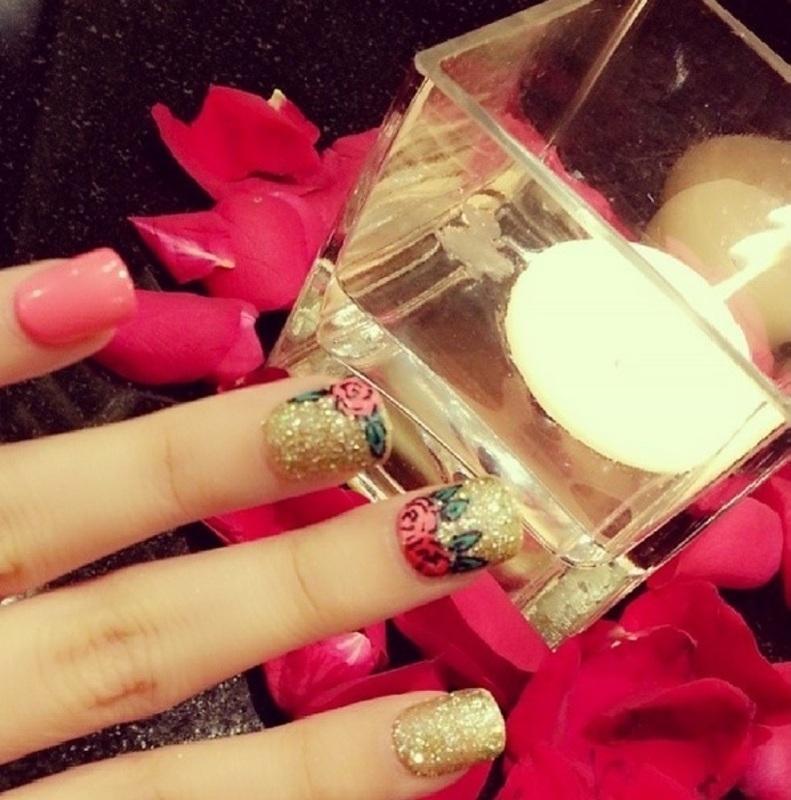 pinky nail art by Haqnailart