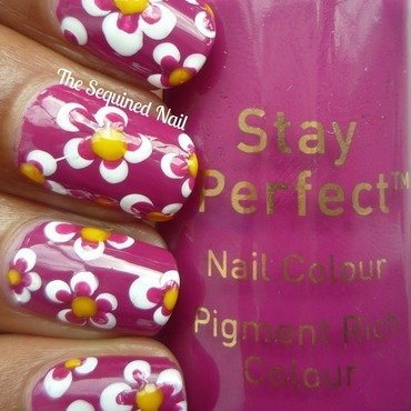 Daisies nail art by TheSequinedNail