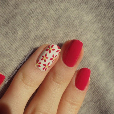 Flowers nail art by Oliwia