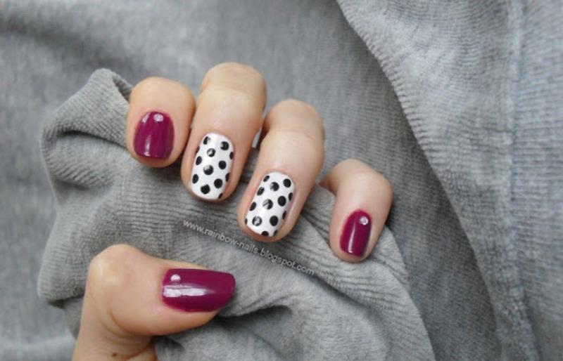 Black dots nail art by Oliwia