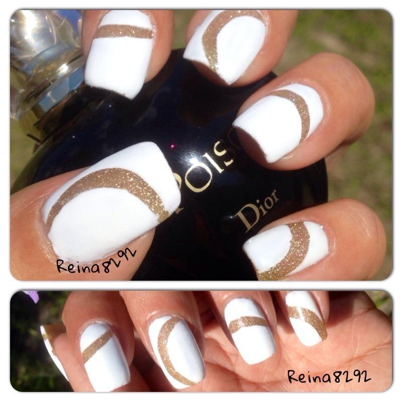 Glittery white nail art by Reina