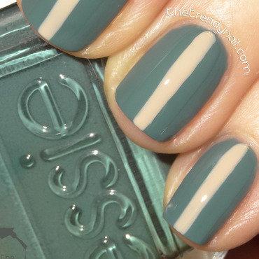 Center Stripes nail art by thetrendynail