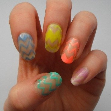 Zig-Zags nail art by Charlie - Popping Nails