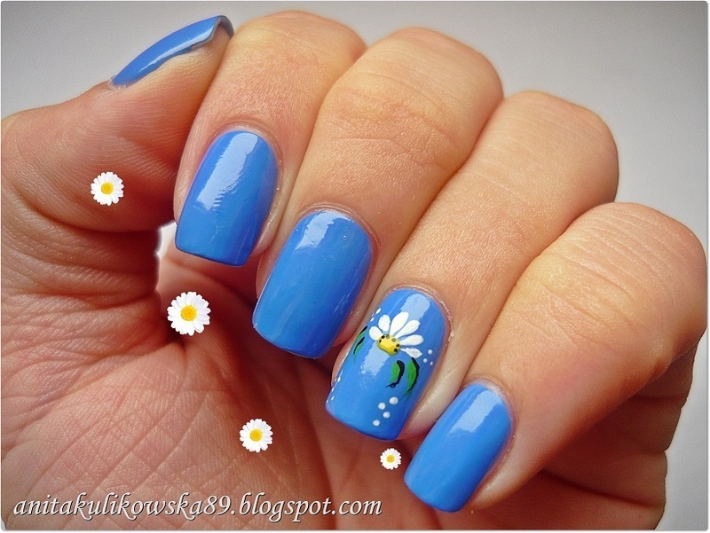 Daisy Nails nail art by Anita