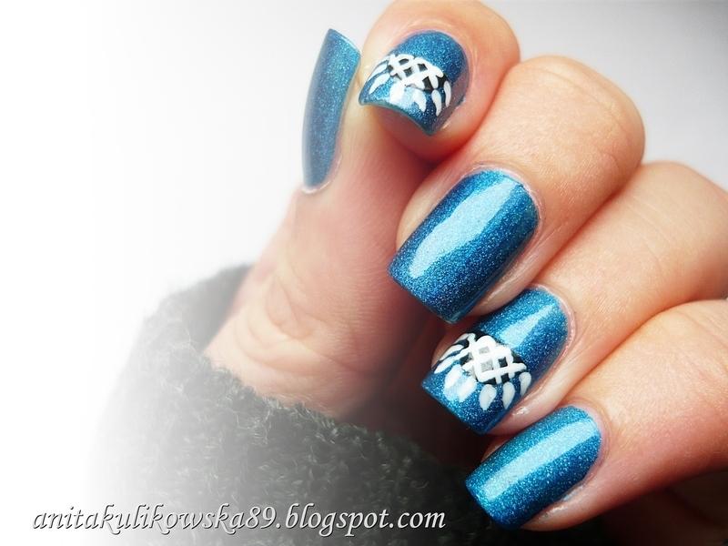 Holographik blue sky  nail art by Anita