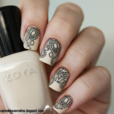 Nude and black (water decals) nail art by Cajon de los esmaltes