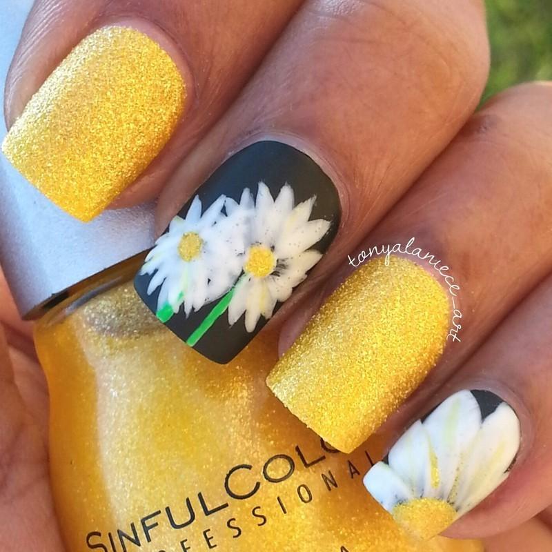 Daisy Manicure nail art by Tonya