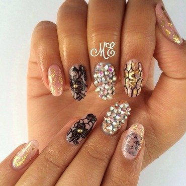 Delicate Glamour nail art by Miriam