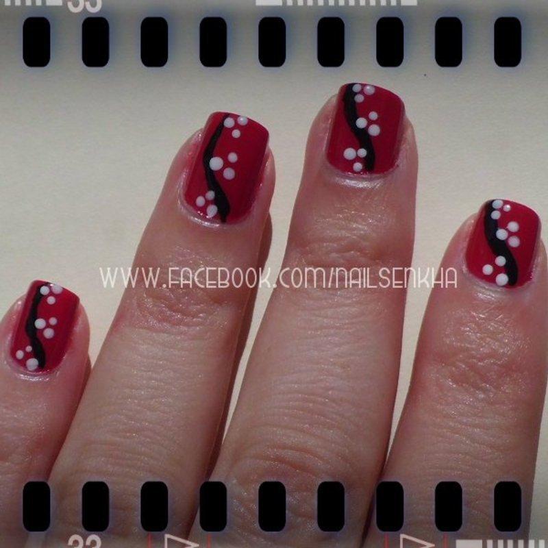 Rojo con puntos y rayas nail art by Nailsenkha