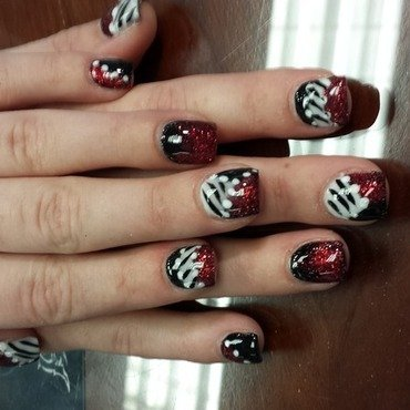 Red White and black nail art by nailsbydesign