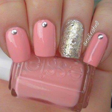 Essie Van d'go and Accent Nail nail art by Ann-Kristin