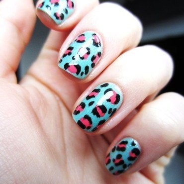 Green-pink leopard nail art by Jane