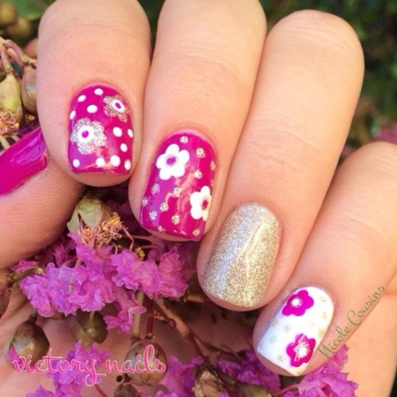 Colour change DAISIES nail art by Nicole