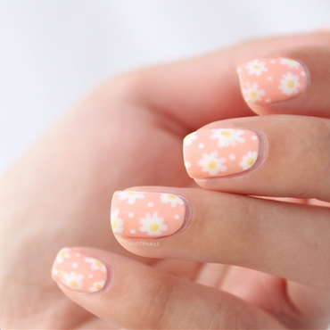 Spring Dasies nail art by Jasmine (Californails)