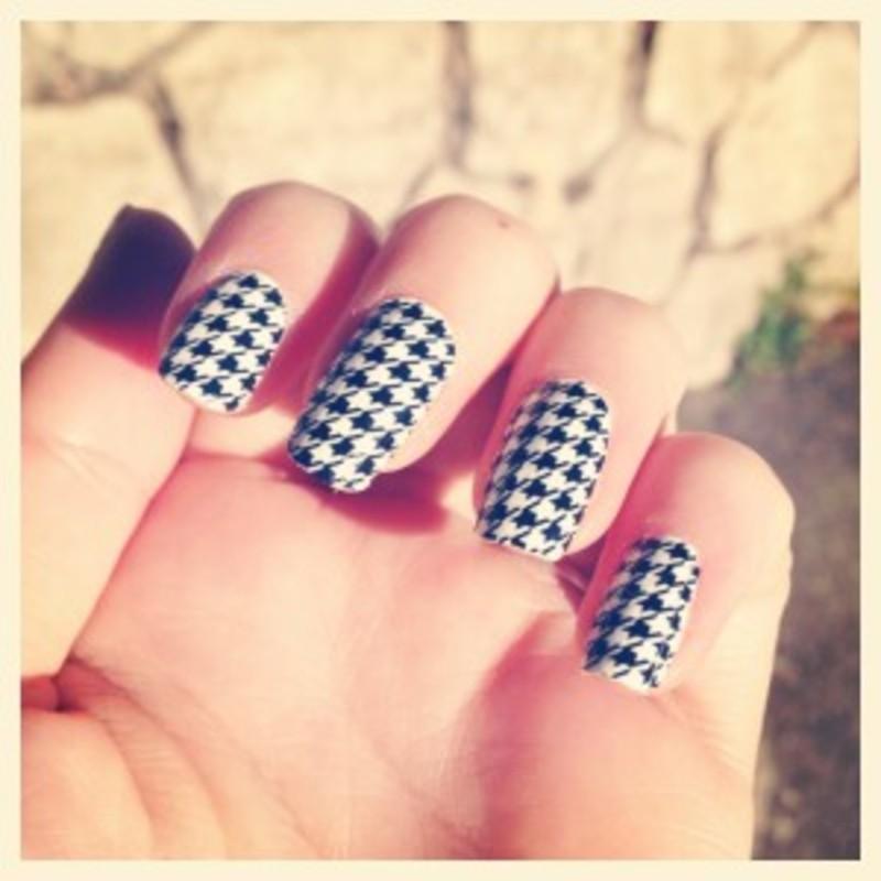 Petite bourgeoise nail art by Dju Nails