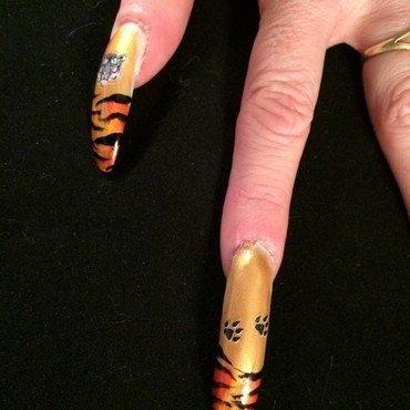 Joby tigers walking thumb370f