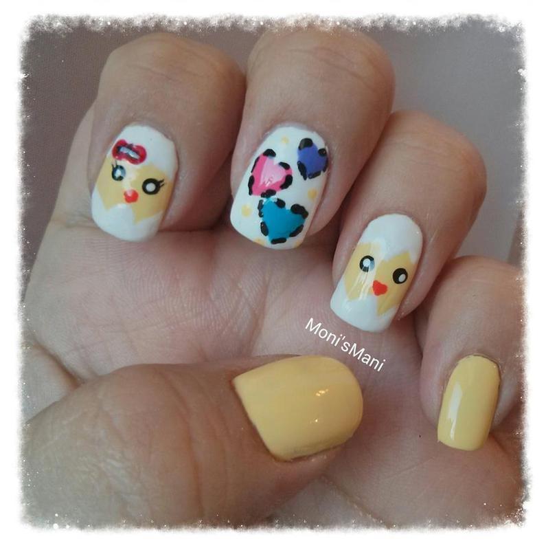 Chicks in love nail art by Moni'sMani