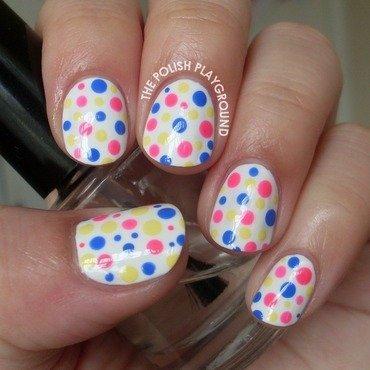 Simple and colorful polka dots nail art thumb370f