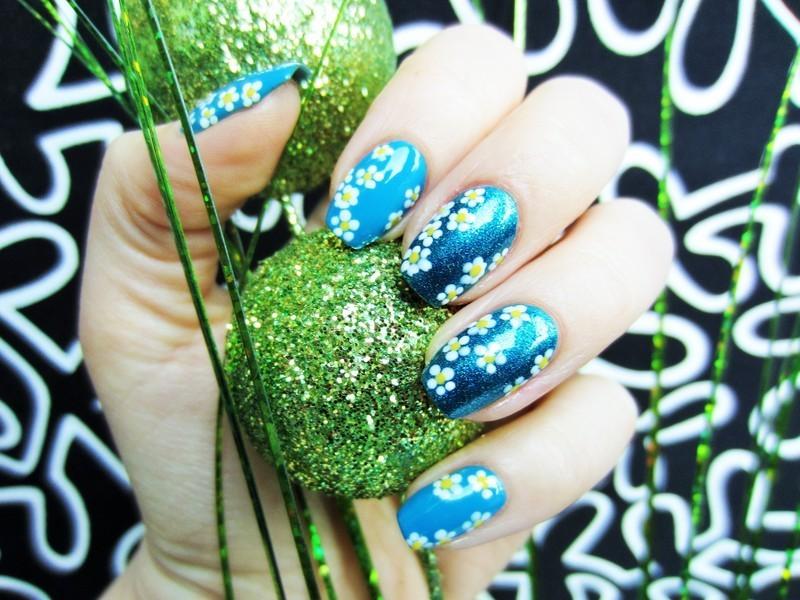 Dasies nail art by Jane