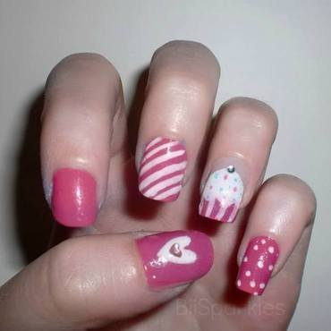 Cute Cupcakes nail art by Bianca