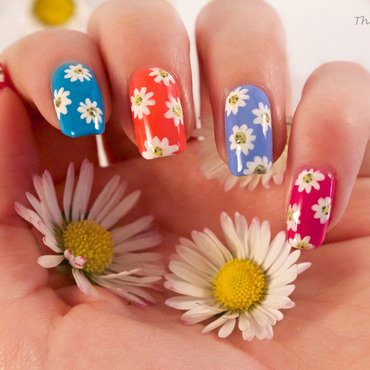 Daisies nail art by The Naily Mail