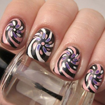 Swirl Pattern nail art by Jennifer Collins
