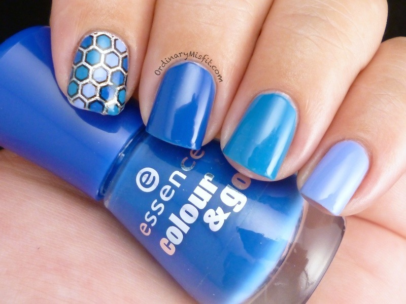 Blue gradient nail art by Michelle