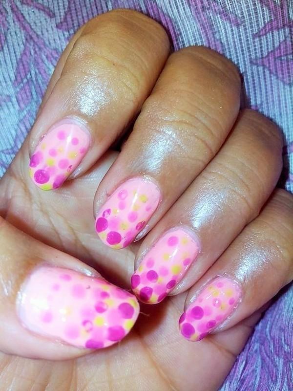 Gradient Dots nail art by Nailfame