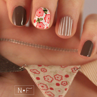 Triangle necklace nail art by NerdyFleurty