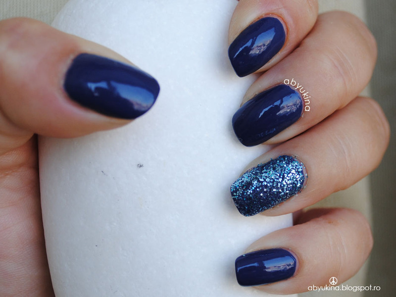 Blueberry Sparkle nail art by Aby