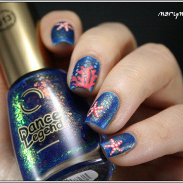 Sun Still Sleeps et fond marin nail art by Mary Monkett