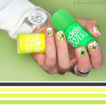 Sketchy flower nails by Ian Weiss nail art by Paulina