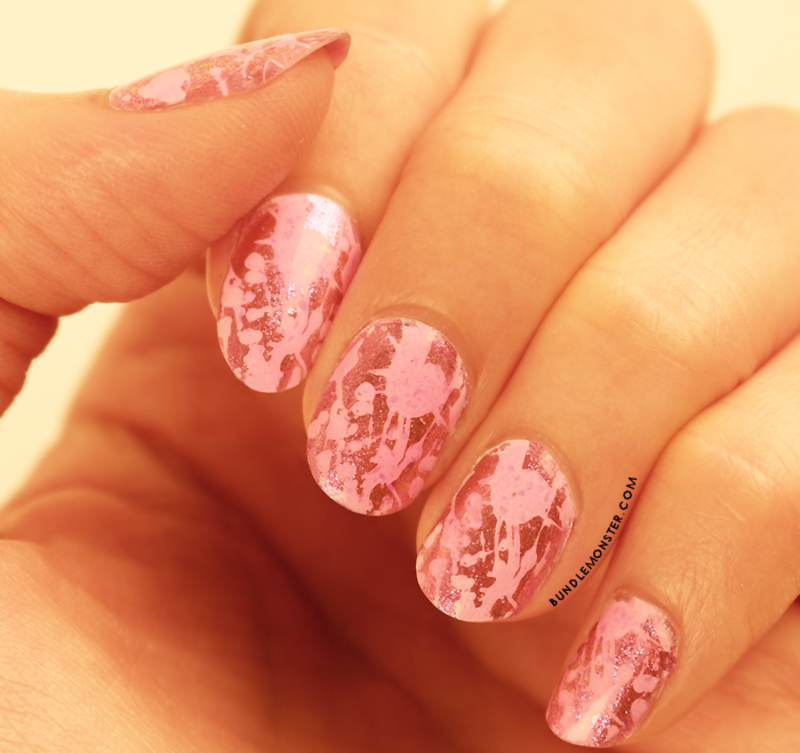 Hello, Bubble Gum! nail art by Bundle Monster