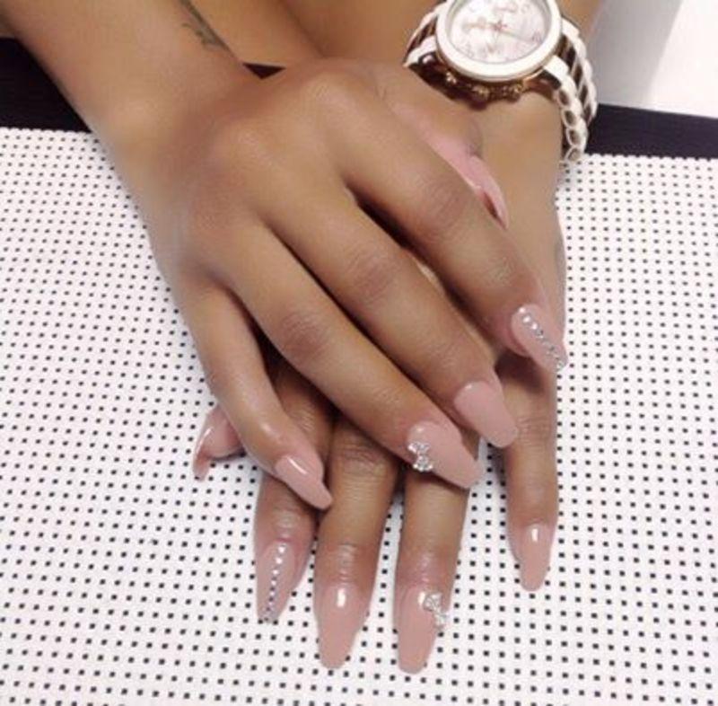 total diva nail art by Vanessa Nesbitt