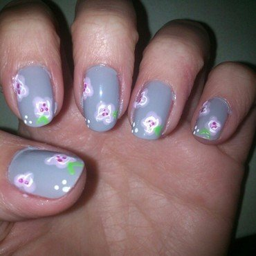 Rosas sobre gris nail art by Diana elpotilugar