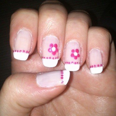 Francesa con flores nail art by Diana elpotilugar