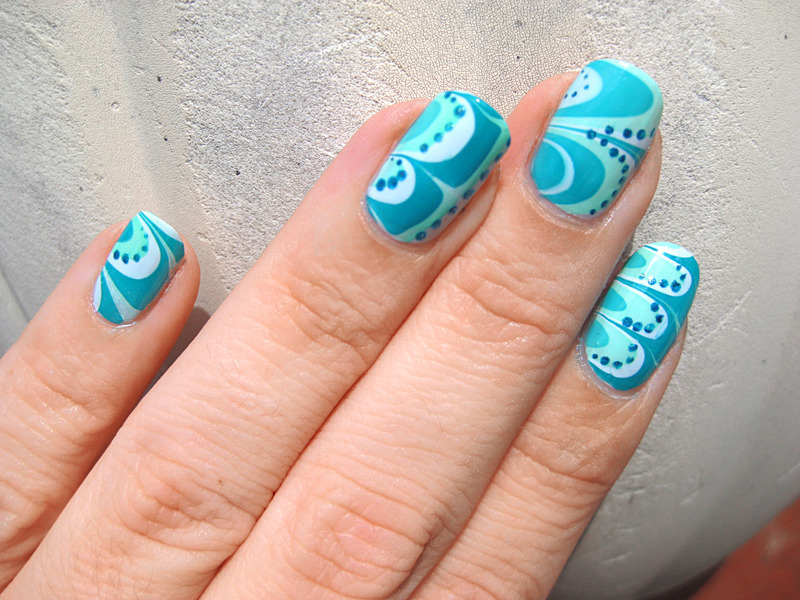 Water marble 'n dots nail art by Vicky