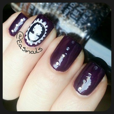 Violet cameo nail art by Easinails