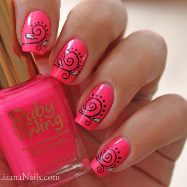 Groupie nail art by Lizana Nails