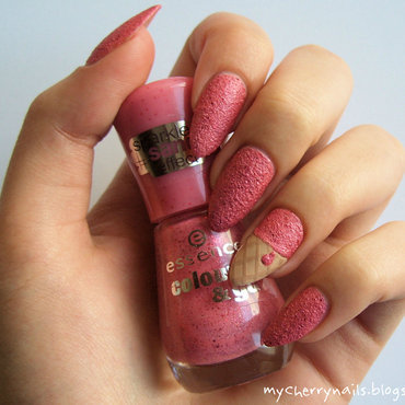 Strawberry sorbet nail art by Pauline
