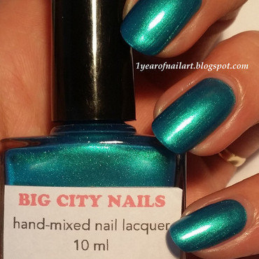 Swatch big city nails   are you feeling blue  artificial light  thumb370f