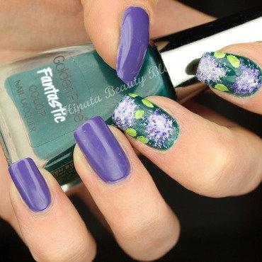 Elderflowers nail art by Hinata