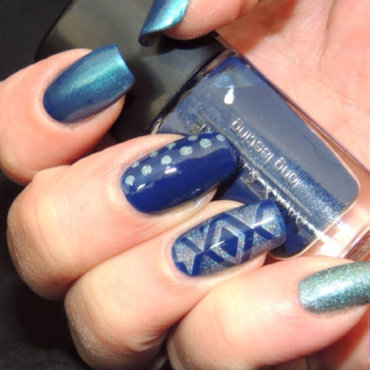 Blue Skitlette nail art by Viv
