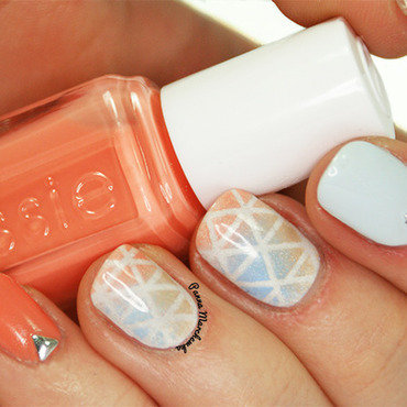sweet triangles nail art by Panna Marchewka