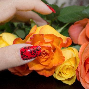 Red Roses nail art by Lizana Nails