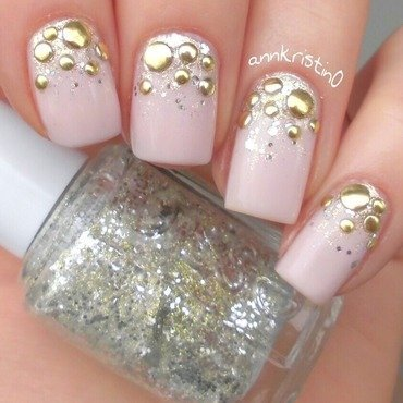 Round Studs Gradient nail art by Ann-Kristin